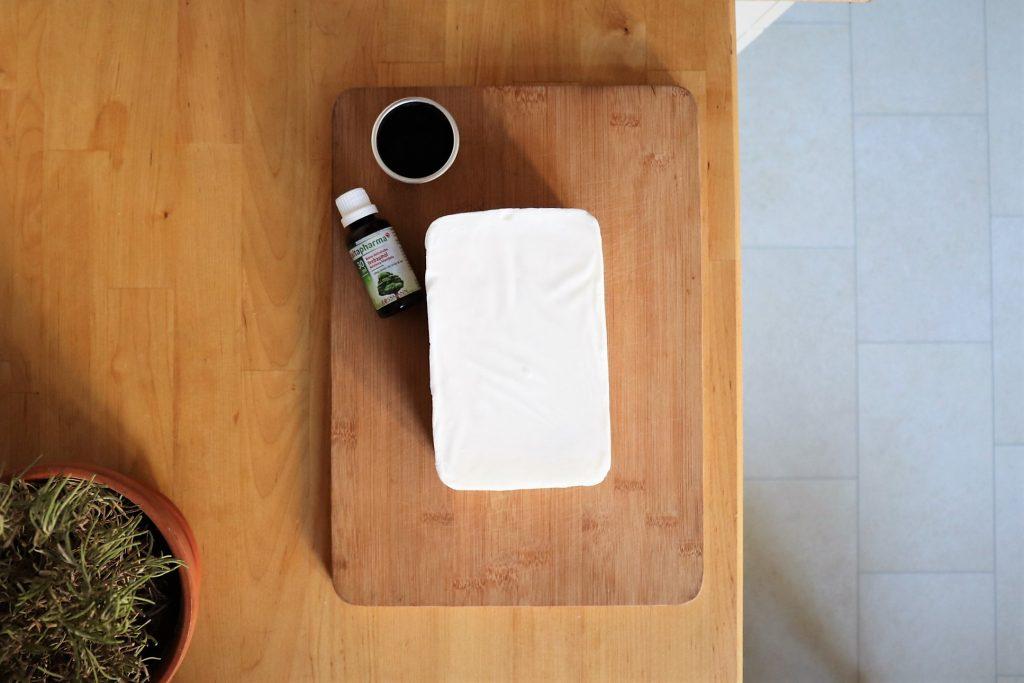 Sheabutter, Teebaumöl, Aktivkohlepulver