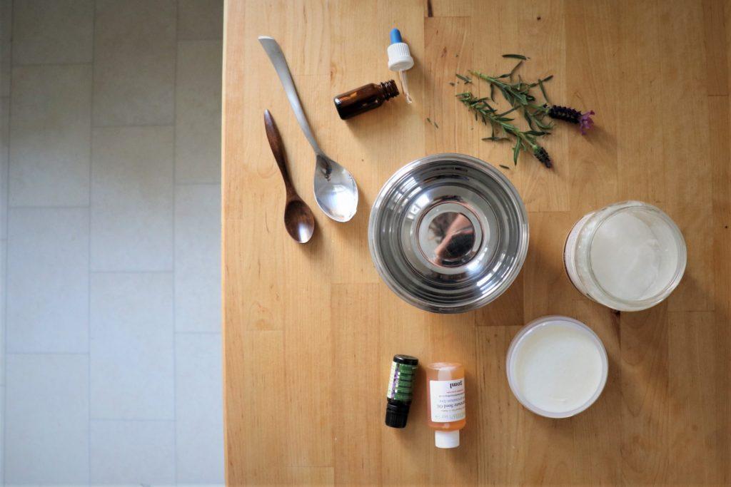 Sheabutter, Kokosöl, Granatapfelöl, Lavendelöl