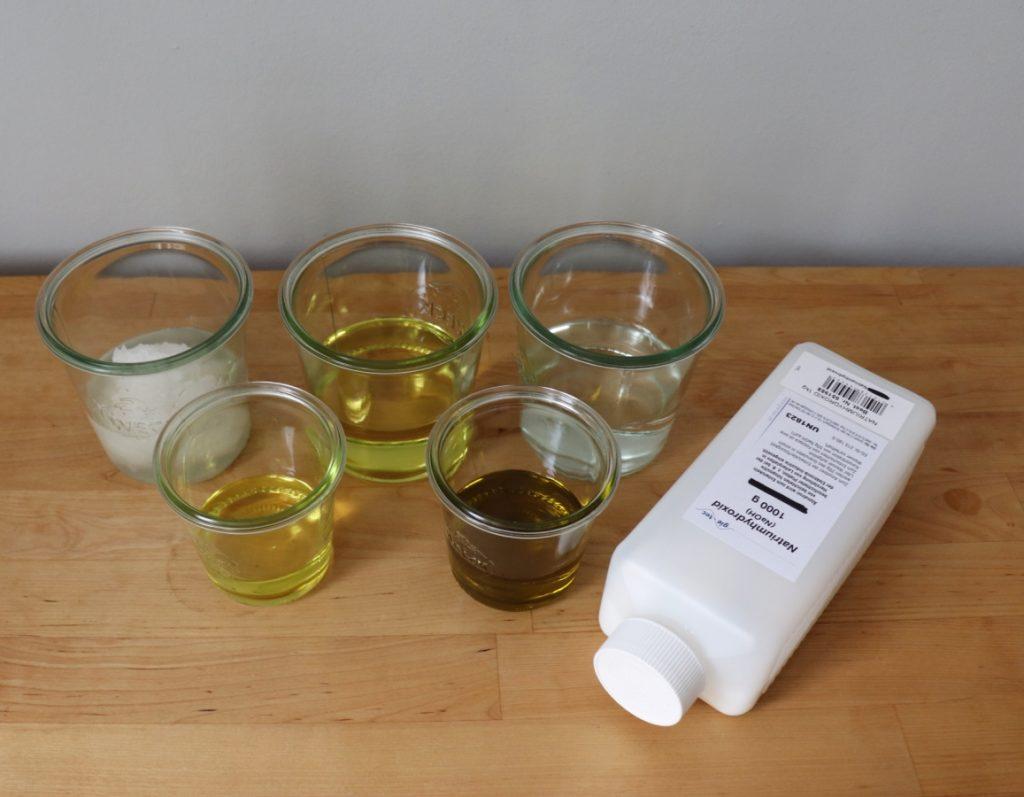 Öle, Natriumhydroxid, Wasser