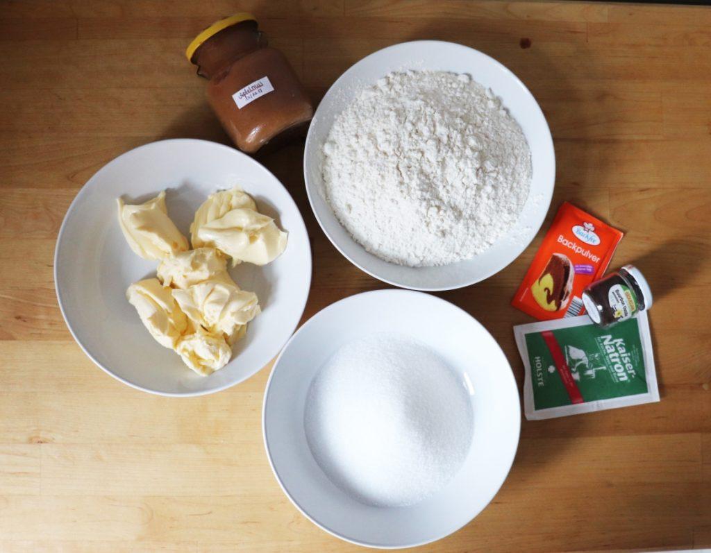 Margarine, Mehl, Zucker, Apfelmus