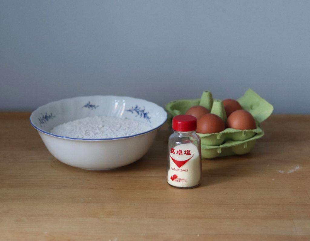 Mehl, Eier, Salz