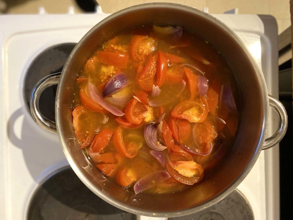 Topf mit Tomatensuppe